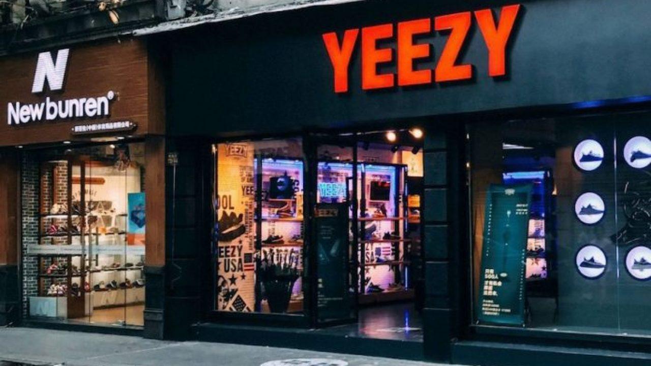 Custom Yeezy Boost 350 V2s from China