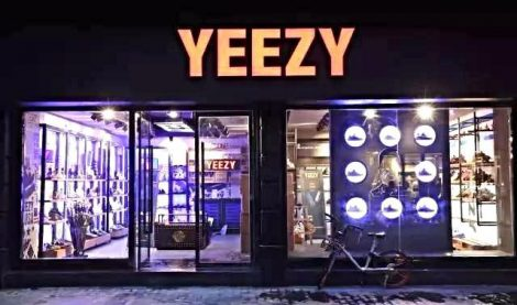 outside-fake-yeezy-store